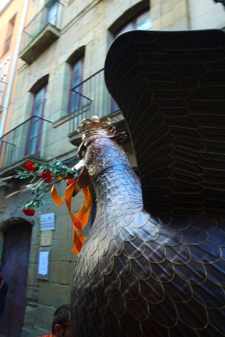 fon aliga davant museu